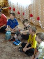 Jānis Strazdes bērnu namā jau uzmēģina jaunos apavus