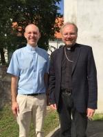 Mācītāji Dāgs Demandts un Rolands Radziņš pēc dievkalpojuma Iecavā